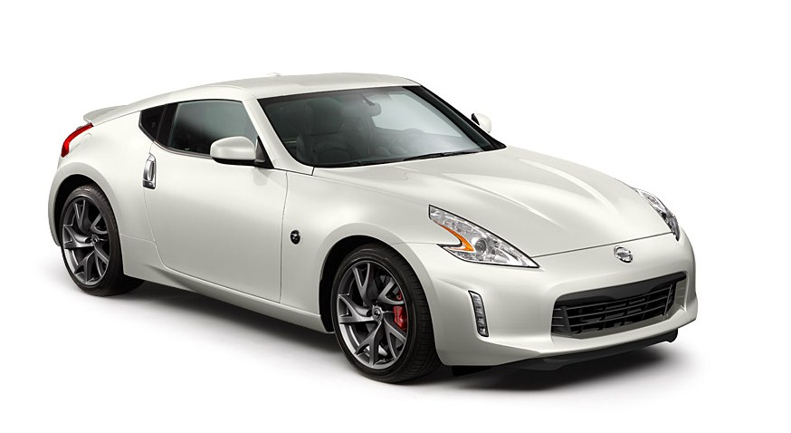 Gambar Mobil Nissan 370Z 2015 Coupe Warna Silver.