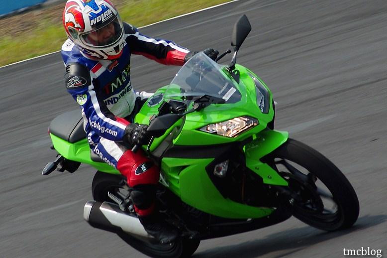Harga Dan Spesifikasi Motor Kawasaki Ninja 250 Indonesia Terbaru