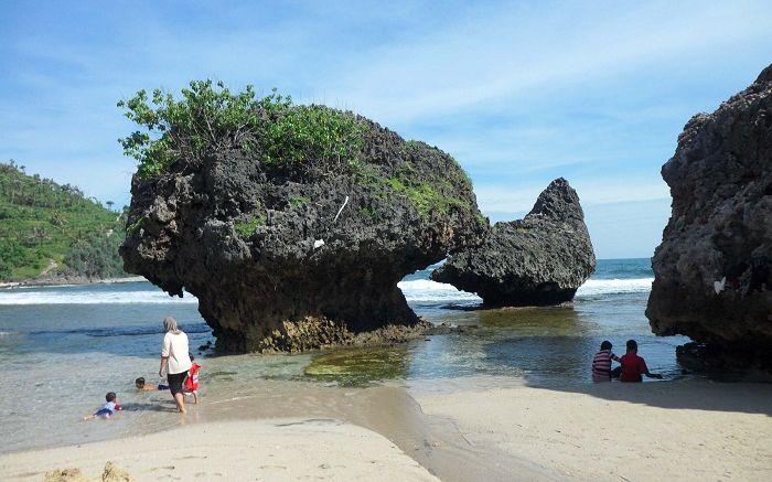 Paket Wisata jogja Pantai Siung