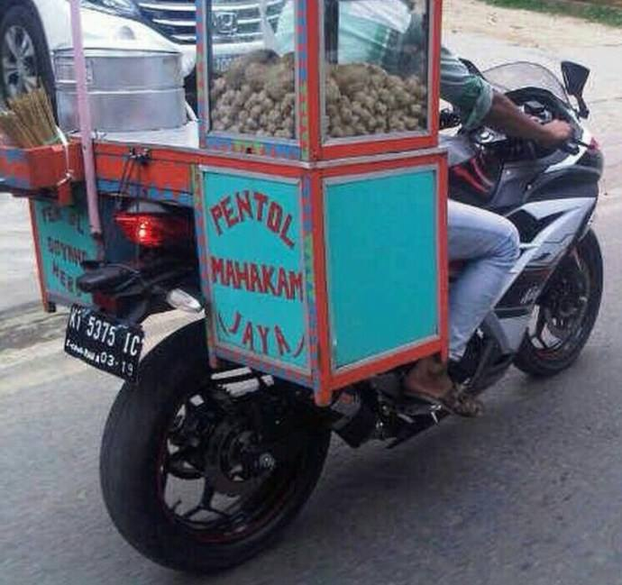 http://otomotif.news.viva.co.id/news/read/636298-4-motor-mahal-yang-dipakai-jualan-sayur-dan-bakso