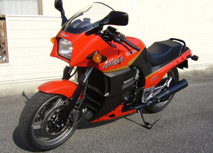 https://en.wikipedia.org/wiki/Kawasaki_GPZ900R#/media/File:GPZ900R_A16Ninja.jpg