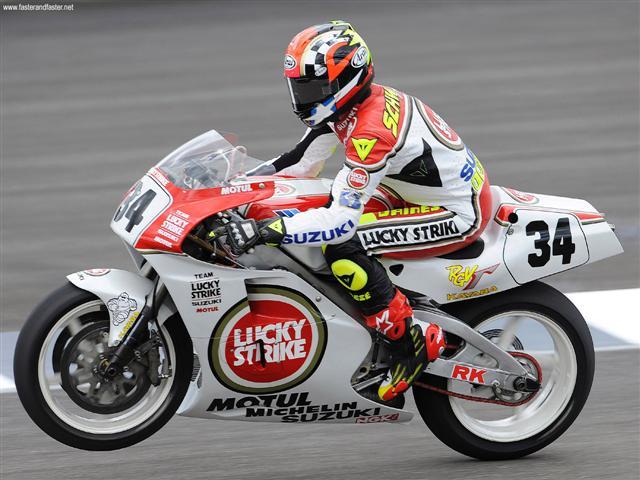 Era 1976-77 Kevin Schwants suzuki mulai juara di balapan motor